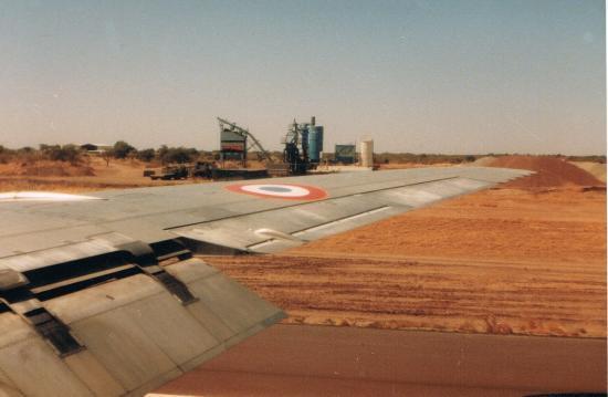 L'usine à produit noir vue de l'avion